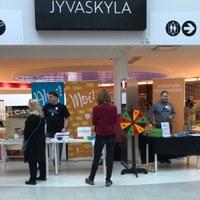 Tapahtumapöydät Forumissa, kuvaaja Emmi Kääriäinen
